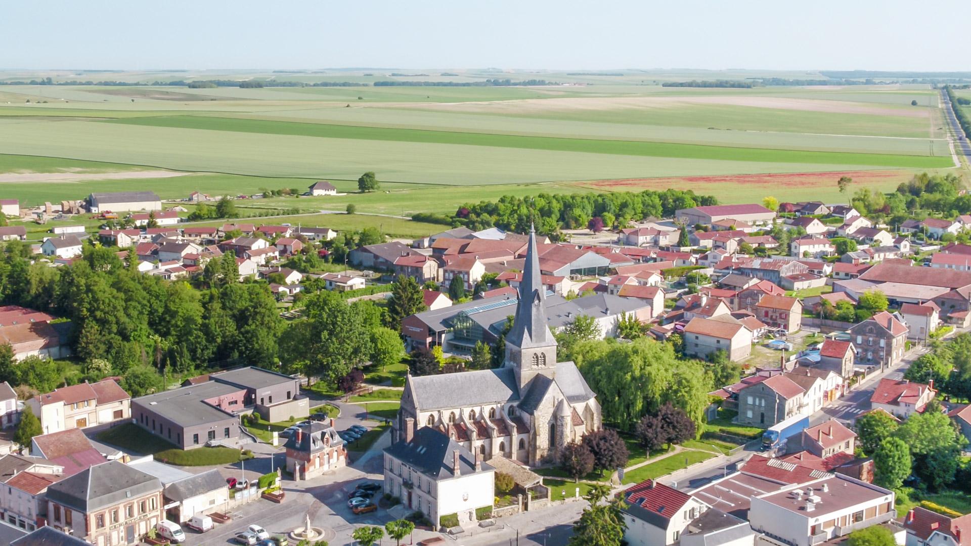 Suippes en image : Eglise et village